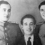 Капетан Милорад Поповић, његов брат Милош (правник, нестао на Лијевча пољу априла 1945) и потпоручник Дутина. Милорад је био командант Невесињског корпуса.  Рођен је 1914. на Дражљеву код Гацка, пре рата коњички поручник Краљеве гарде. Тешко рањен у борби против усташа и комуниста, извршио је самоубиство 4. априла 1945. испод Козаре