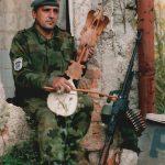 Гуслар из Неђарића у Сарајеву, 25. септембра 1995, на првој линији фронта СНИМИО: Горан Вељковић