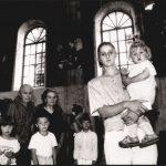 Жене, деца и старци у цркви у селу Смртићи, током борби 1994. године СНИМИО: Горан Вељковић