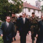 Др Радован Караџић и епископ бањалучки Јефрем у Манастиру Моштаници, маја 1995. године ФОТО: Горан Вељковић