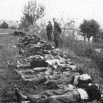 Краљево, октобра 1941. Немци поред четника изгинулих надомак Ратарске школе, у неуспелим борбама за ослобођење града. Према немачким изворима, партизани нису имали губитака на Краљеву