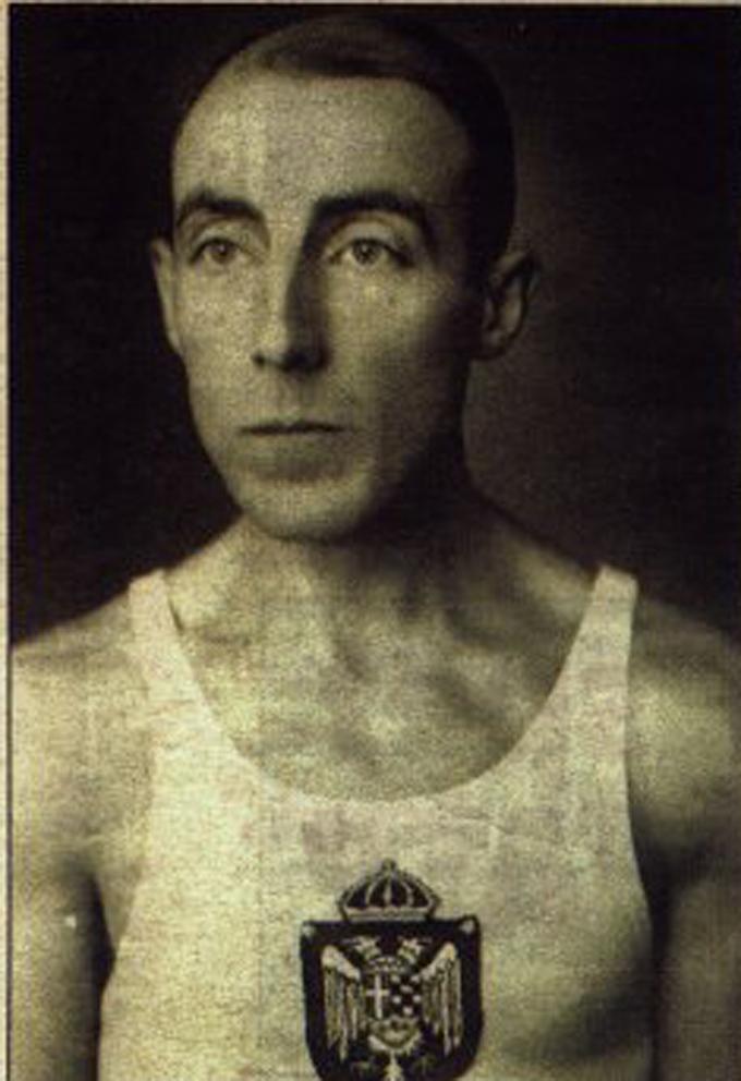 Леон Штукељ је носилац неколико олимпијских медаља (Париз 1924). Приликом церемоније отварања Олимпијских игара у Атланти је 1996. године одликован као најстарији носиоц Олимписке медаље
