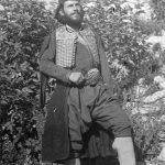 Капетан Милоје Миле Лазаревић из Чачка, у четницима од 1941. Један од официра послатих као појачање западним крајевима. Био командант 2. сарајевске бригаде, потом 1. невесињске и касније начелник штаба Невесињског корпуса. Један од команданата у чувеној Бици на Гату 1942, када је поражена комунистичка главнина. Емигрирао, преминуо у САД-у