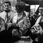 """Прослава православног Божића 1943. године у Загребу, у режији тзв. Хрватске православне цркве. На слици је Украјинац Григориј Гермоген кога је Павелић поставио на чело """"ХПЦ"""". Убијен је 1945. године."""