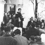 Покрштавање Срба у Миклеушу у Славонији 1942. године. Свештеник је фра Влахо Мартић