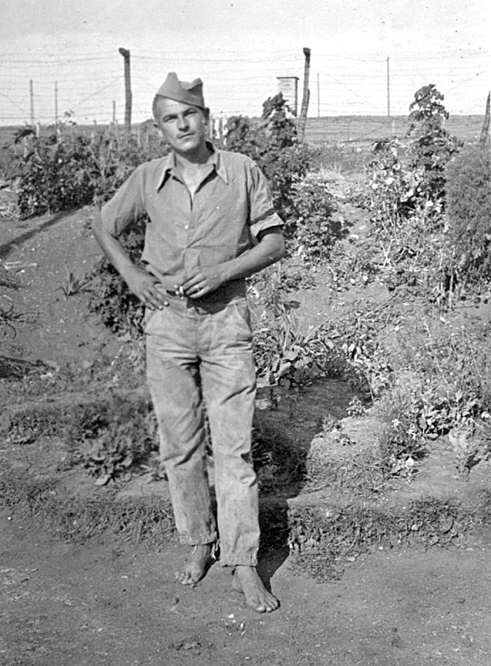 Једна од ретких слика логораша Метиног брда 1944/45. године