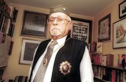 Капетан Урош Шуштерич у свом дому у Љубљани, око 2005. године