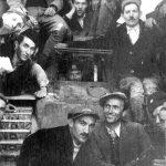 """Један од четири тенка која су четници запленили од Немаца ујесен 1941. године. По договору о расподели ратног плена, четници су дали комунистима један тенк и два топа, као и стручно људство, јер они нису умели да користе та оруђа. Међутим, комунистичка историја је ствар окренула наглавачке. И данас на улазу у Горњи Милановац стоји тенк на коме пише да су га партизани запленили од Немаца. Колико су стварни догађаји били небитни комунистима при писању историје, види се и по томе што тај тенк није француски """"хочкис"""" већ амерички """"шерман"""", добијен на име помоћи после рата. Сваки пролазник Ибарском магистралом може се уверити да су команде исписане на енглеском језику. Иначе, она четири тенка су уништена већ крајем 1941. године"""