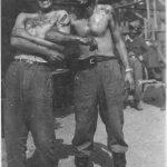 """Хрватски кољач Мишко Ратковић из Триља у Далмацији, са """"колегом""""  умазани крвљу жртава непосредно након злочина 1941. године"""