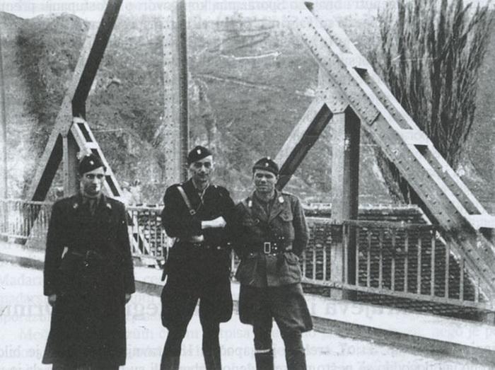 Јуре Францетић и Рафаел Бобан на мосту на Дрини.