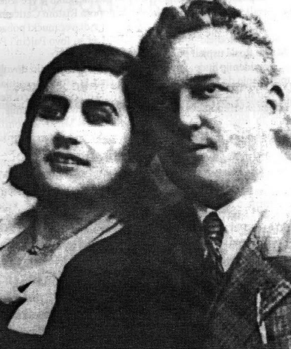 Др Душан Митровић са супругом Ранком, у чијој кући су се Немци забарикадирали при нападу на Ливно. Др. Митровића, управника ливањске болнице усташе су ухапсиле 20. јуна 1941. заједно са др. Крстом Зубићем и среским судијом Ранком Маргетићем. Убијени су убрзо након тога али није утврђено тачно где (према неким сведочењима на Плочи код Горњег Вакуфа). И супругу Ранку су заједно са два детета заклали у Копривници.
