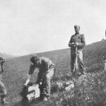 """Хрвати """"позирају"""" са својом жртвом."""