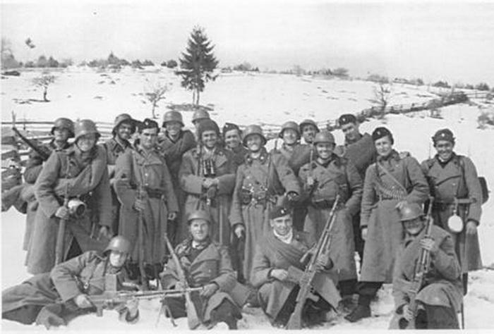 Едвард Црнковић са својим злочинцима јануара 1942. године