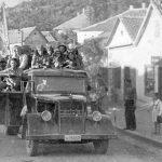 Четници Рудничког корпуса у ослобођеном Љигу, септембра 1944, у камионима заплењеним од Немаца