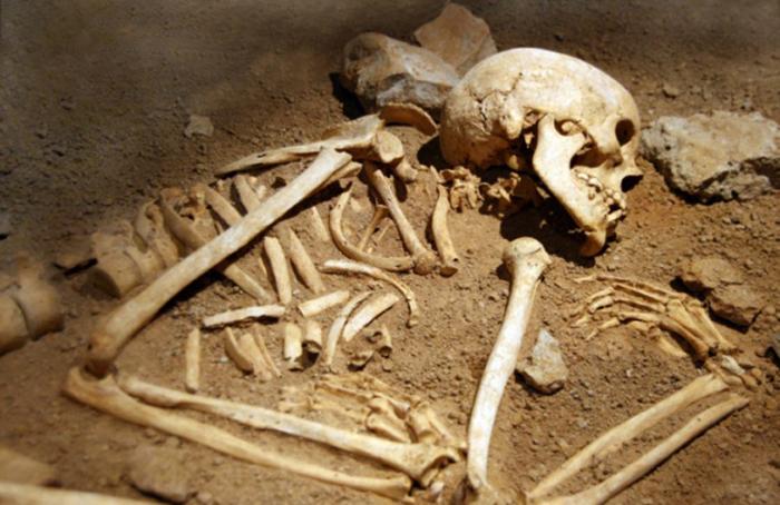 Последња позната гробница откривена у кругу ''Заставе'' у Крагујевцу, новембра 2011. Гробнице се откривају приликом радова још од 1950-тих година. У кругу фабрике, која се некада звала Војнотехнички завод, а посебну у делу званом Капислана, комунисти су убили највише грађана