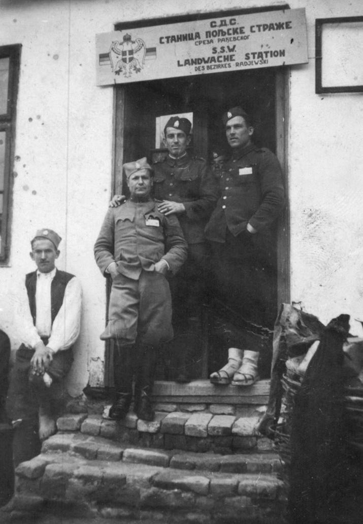 Недићевци испред своје станице у Рађевини (Фото: Историјски архив Шабац)