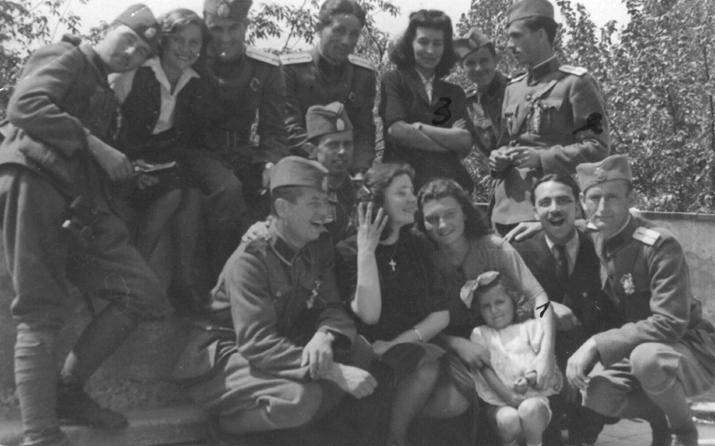 Група љотићеваца приликом изласка у град (Фото: Историјски архив Шабац)