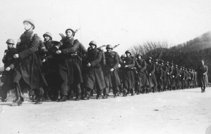 Љотићевци у маршу (Фото: Историјски архив Шабац)