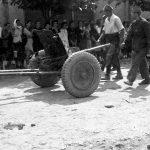 Рудничани са заплењеним топом код Угриноваца септембра 1944. године