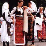 Каленић 2002. Изложба народних ношњи