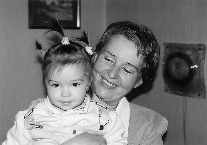 Леонидина ћерка Љиљана са унуком, 2001. године у Београду