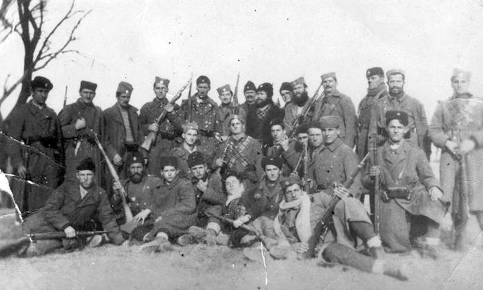 Четници Дубског батаљона Рогатичке бригаде Романијског корпуса: карабини, један пушкомитраљез, а о артиљерији нема говора