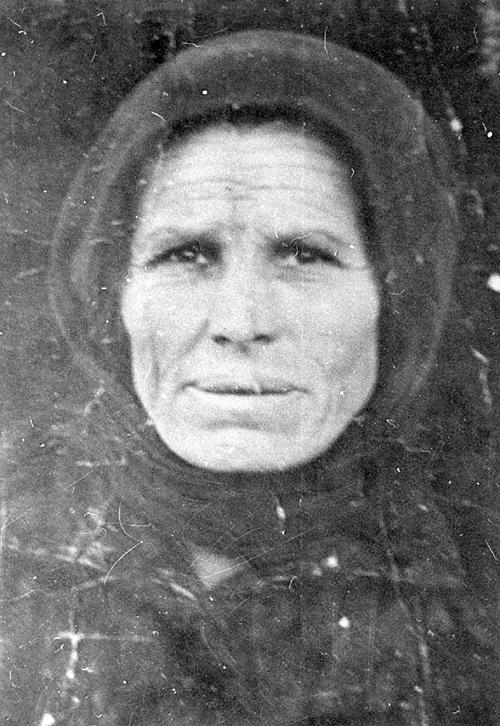 Роса Пантић, херојина Топличког устанка 1917. године. Када су комунисти 1943. покушали атентат на њеног мужа Вучка, она их је разјурила са пушком у руци