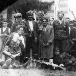 Четници у Црљенцу, испред цркве