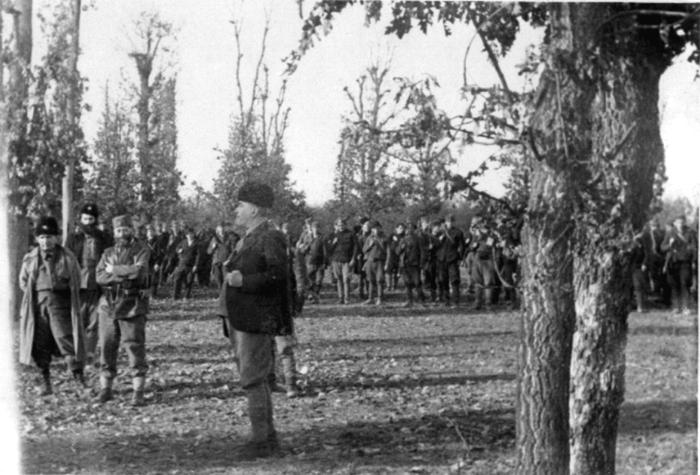 Обилазак Рудничког корпуса, непосредно по повратку из Драгачева