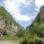 Бистрица протиче десет метара десно од тунела, иза насипа.
