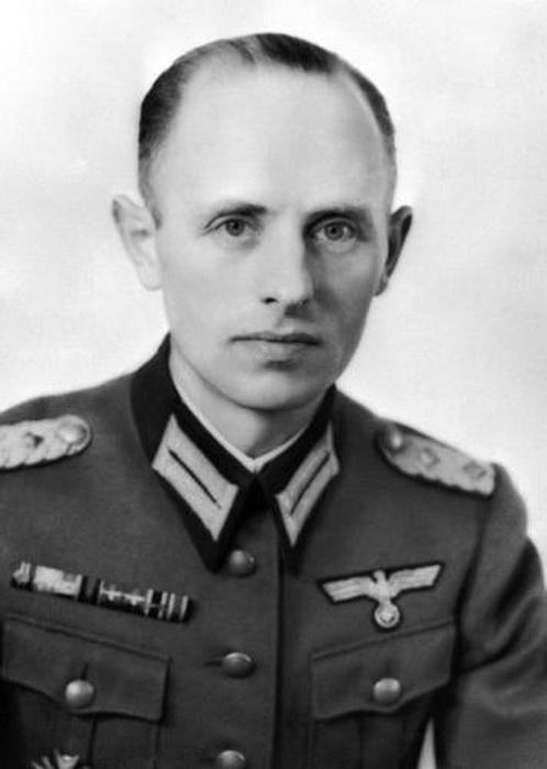 Пуковник Раинхард Гелен, на челу Fremde Heere Ost, немачке војне обавештајне службе за Источну Европу