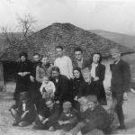 У околини Чачка 1944: Иза Драгише је његова ћерка Татјана, а лево је супруга Наталија