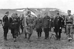 Капетан Мирко Ћирковић (у средини) са својим људима