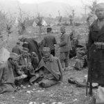 Косоволучки батаљон Белопавлићке бригаде у с. Косице у биваку у марту 1942. године. У средини, са кокардом на шајкачи, Нешко Б. Јововић, командир 1. чете овог батаљона