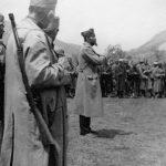 Пуковник Станишић говори војницима свог одреда у с. Озринићима пред полазак у борбу у Никшићку жупу, маја 1942. године