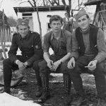 У средини је Војислав Михаиловић. Лево је Мијалко Перишић из Косјерића, који је сачувао ову збирку фотографија