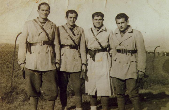 Милан Драговић, први с лева, као пилот пре рата
