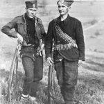 Александар Ибримовић и Веља ''Дртка'', обојица из Власотинаца. Ибримовић је емигрирао на Запад, Дртку су стрељали комунисти