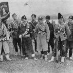 Група четника из лесковачког краја. Носе бомбе из шумских радионица оружја