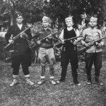 """Група четника из Сејанице, околина Лесковца. Ове """"шпагине"""" Немци су запленили од Совјета и дали их Бугарима, а четници су их запленили од Бугара"""