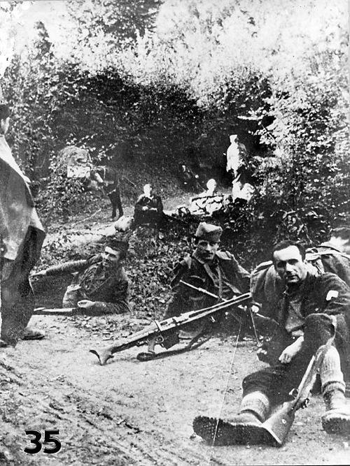 Група Дражиних четника по доласку у Босну, у јесен 1944.