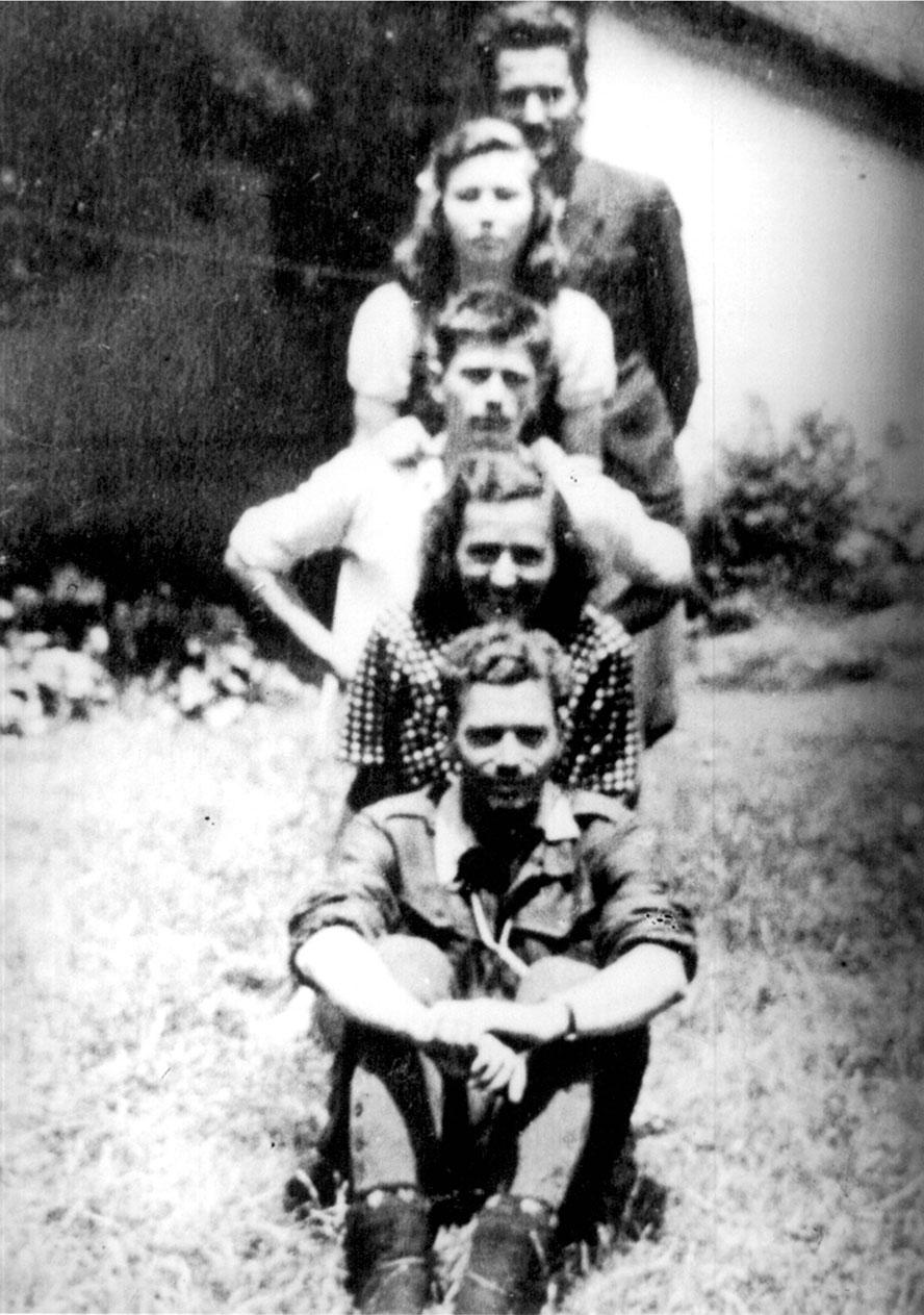 Субјел 1944: Бранко Михаиловић, Љубица Протић, Воја Михаиловић, Гордана Михаиловић и Љубивоје Протић