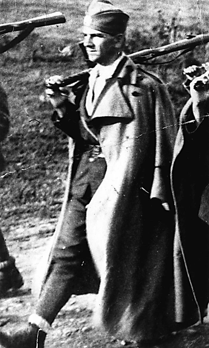 Потпуковник Цвијетин Тодић, командант Озренског корпуса. Рођен је у Стријежевици 1910. Заробљен као рањеник 17. јула 1947. и убијен у Растовцу