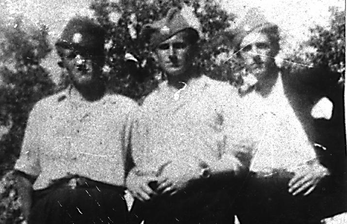 Капетан Симо Јеремић, командант 5. батаљона и заменик команданта 2. озренске бригаде, капетан Ђорђо Цвијановић, командант 2. озренске бригаде и наредник Палексић. Цвијановић је из села Текућица. Заробљен и стрељан пролећа 1945.