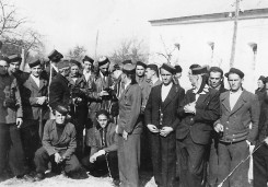 Порта цркве Свети Петар у селу Залужнице, раног лета 1941. Припреме за подизање устанка у овом крају Лике