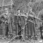 Четници Мотајичке бригаде. С лева на десно: Стојан Вортић, командир чете, Бошко Стојковић, командант батаљона, Стојан Билановић, заменик команданта батаљона, Остоја Микић и Богољуб Вујановић