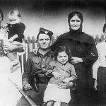 Четник Мотајичке бригаде Милован Ковачевић из Илове са породицом