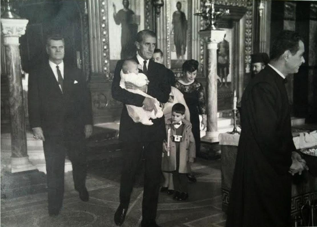 Алекса Ковачевић (први с лева) и Ване Ивановић, док кумује његовој ћерки Јелени