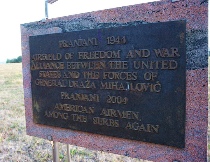 Operation Halyard Memorial plaque on Pranjani 2004 Foto Wikipedia