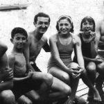 Купалиште на Ади Циганлији, 1930-тих. У средини су Милија и његова вереница